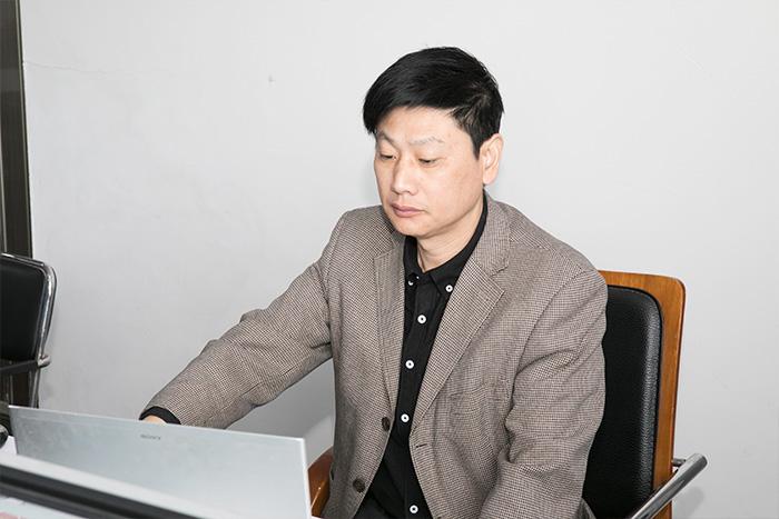 Engineer Mr Zhang